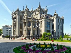 Роль держави у розвитку туристичної індустрії України