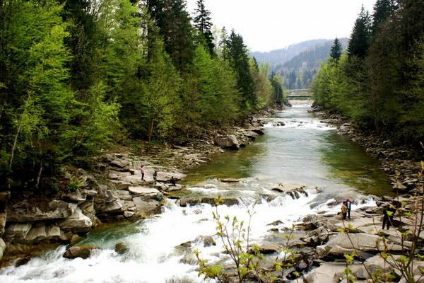 через територію Східниці протікає велика кількість гірських струмків з цілющою водою