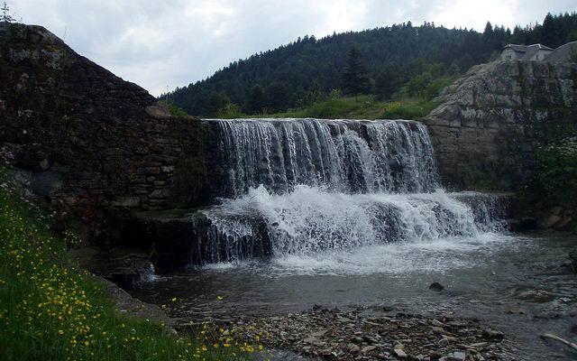 Старосамбірський район, рукотворний водоспад у селі Спас