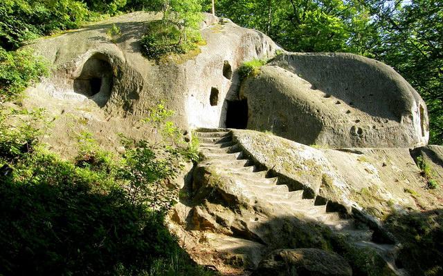 Печерний монастир в Розгірче