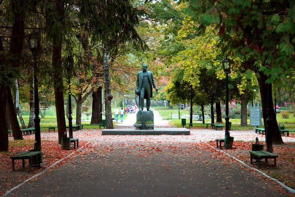 пам'ятник Чайковському