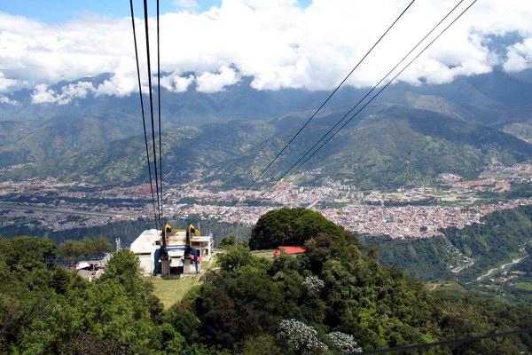 Найдовша у світі канатна дорога на пік Еспеджо