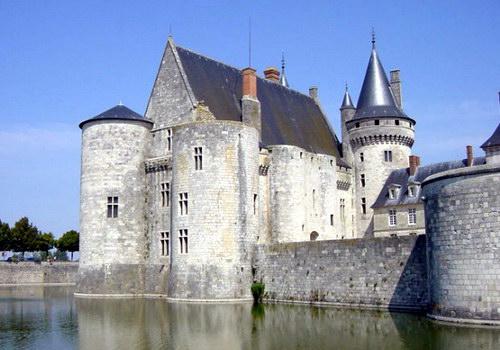 Замок Сюллі-сюр-Луар
