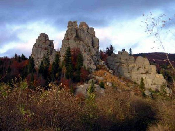 Панорама групи скель Тустанський Камінь